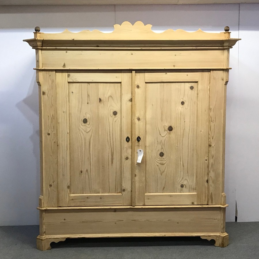 LOW WIDE OLD PINE WARDROBE WITH DECORATIVE TOP (DISMANTLES)