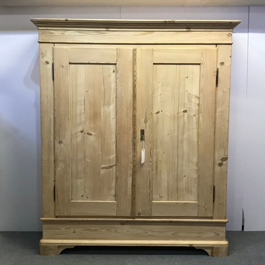 VERY LARGE FRENCH ANTIQUE PINE WARDROBE (DISMANTLES)