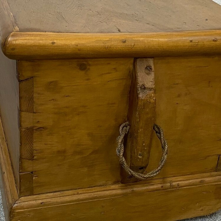Antique CHARMING 19TH CENTURY ENGLISH PINE CARRY TRUNK