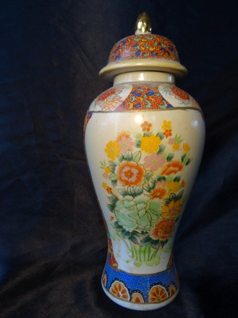 Antique Antique Porcelain Oriental Mandarin Famille Roses Temple Vase
