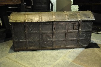 Antique A LATE 15TH/EARLY 16TH CENTURY ENGLISH LEATHER AND IRONBOUND STANDARD. CIRCA 1480-1500