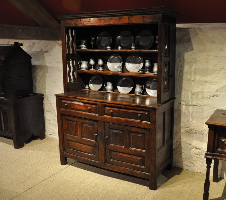 A FINE SMALL LATE 17TH CENTURY WELSH OAK DRESSER. NORTH WALES. CIRCA 1690-1700