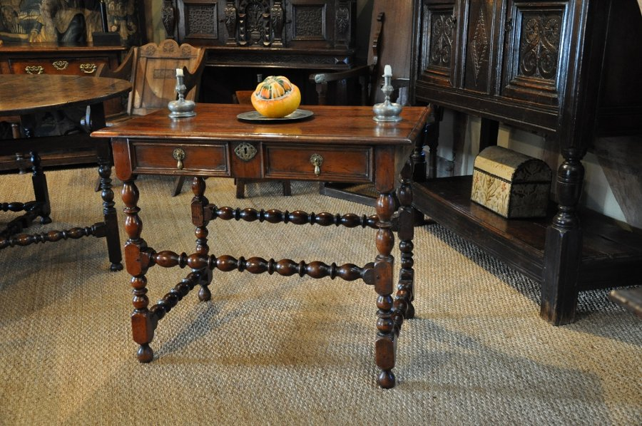 A FINE CHARLES II SOLID YEW WOOD SIDE TABLE. CIRCA 1680