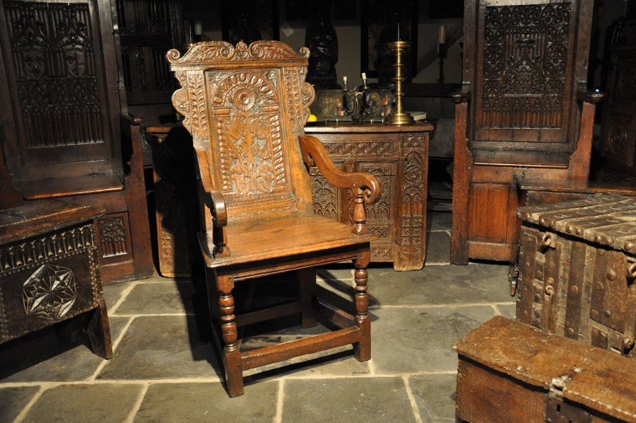A HANDSOME MID 17TH CENTURY CARVED OAK WAINSCOT ARMCHAIR. ENGLISH. CIRCA 1650