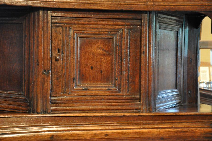 A FINE 17TH CENTURY OAK LIVERY CUPBOARD OF SMALL PROPORTIONS
