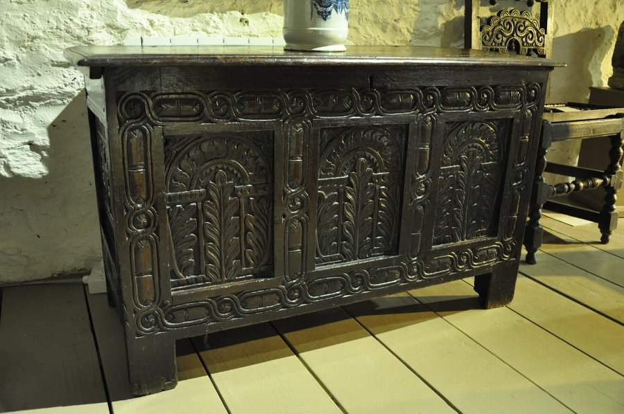 Antique A MID 17TH CENTURY OAK COFFER. ENGLISH. CIRCA 1630