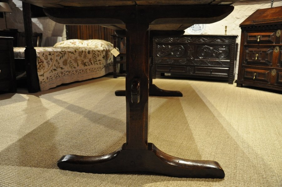 Antique A LATE 17TH CENTURY ENGLISH OAK TRESTLE TABLE. CIRCA 1680.