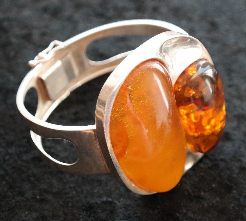 An Unusual Large Vintage Silver Baltic Amber Bangle - Ideal Gift / Birthday Present