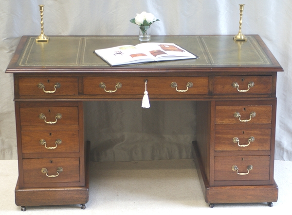 Antique Antique Victorian Pedestal Desk