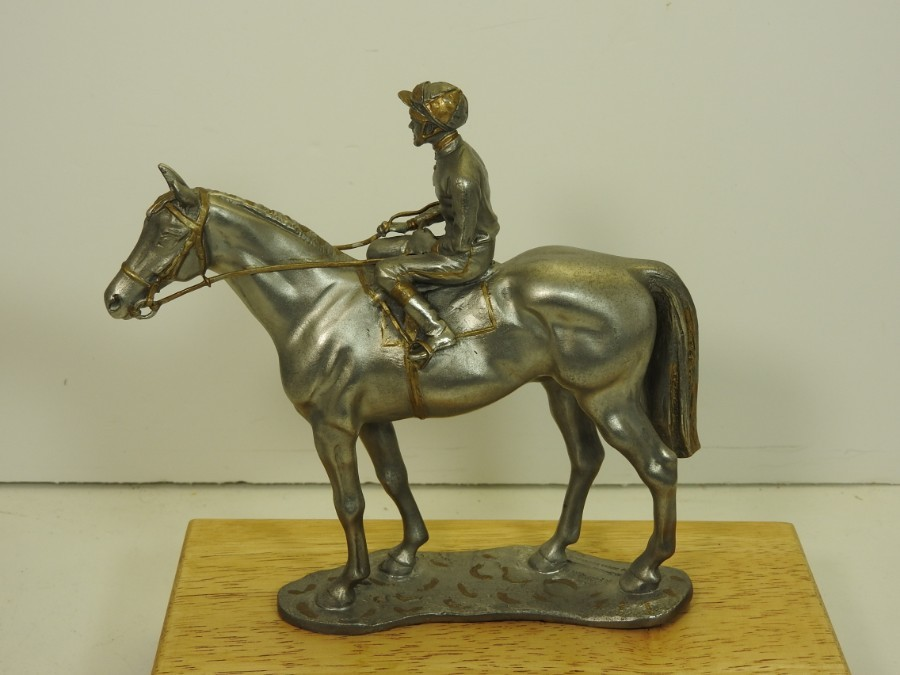 Race horse with gold plated reins, Free world wide delivery