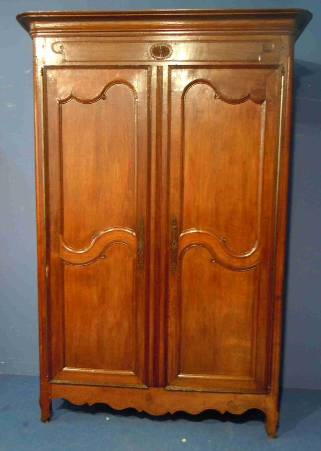 Antique French original period oak armoire/Wardrobe from the region of Brittany France