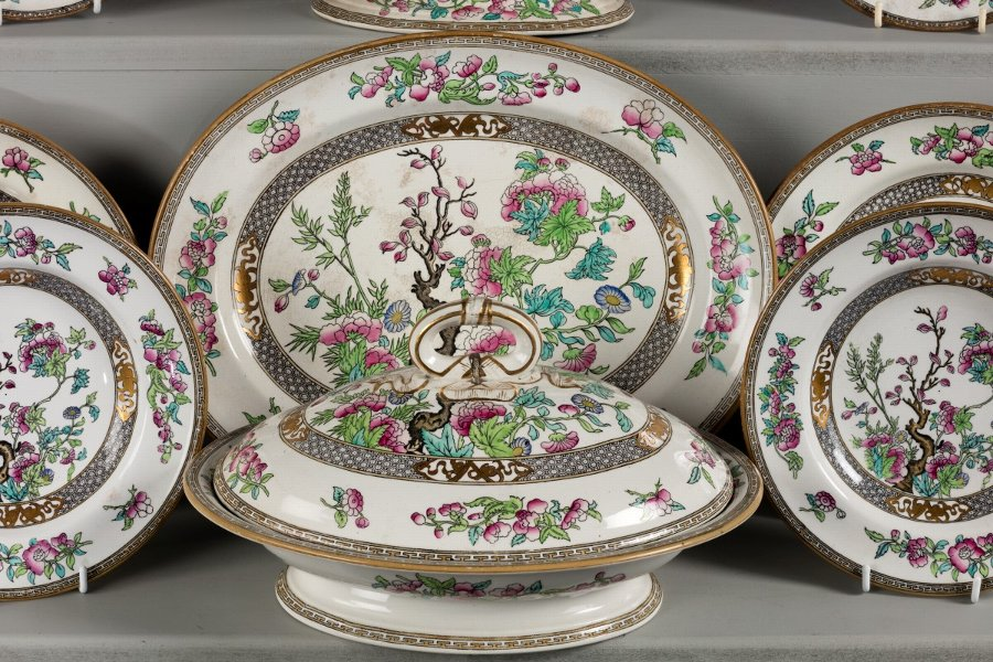 Antique Late 19th Century Minton Dinner Service of Indian Tree Design