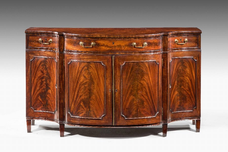Antique 18th Century Serpentine Commode by Gillows