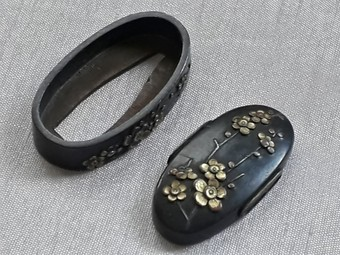 Antique FLOWERS FUCHI KASHIRA SET