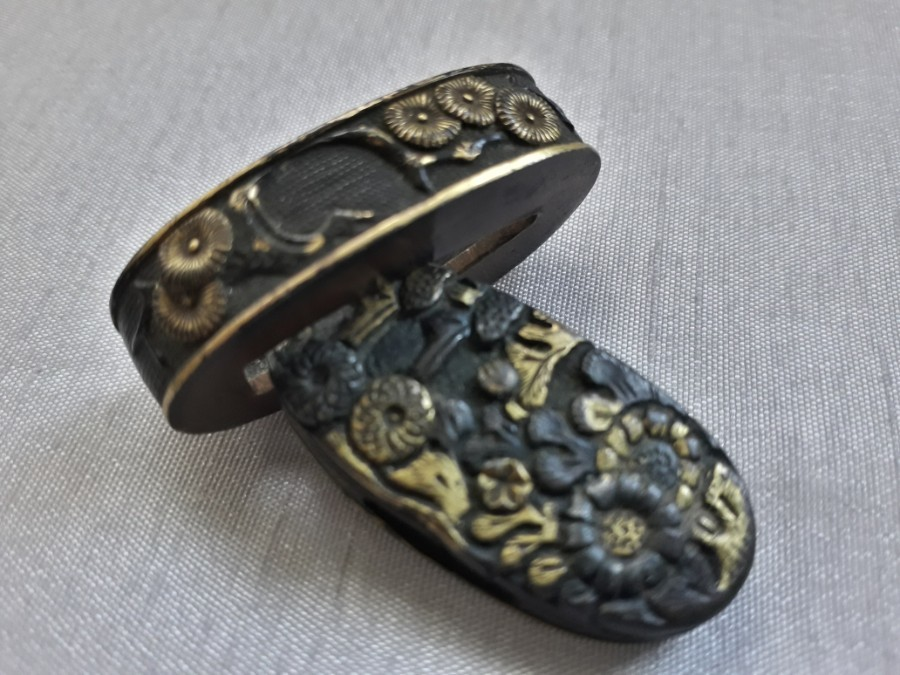 FLOWERS FUCHI KASHIRA SET 2