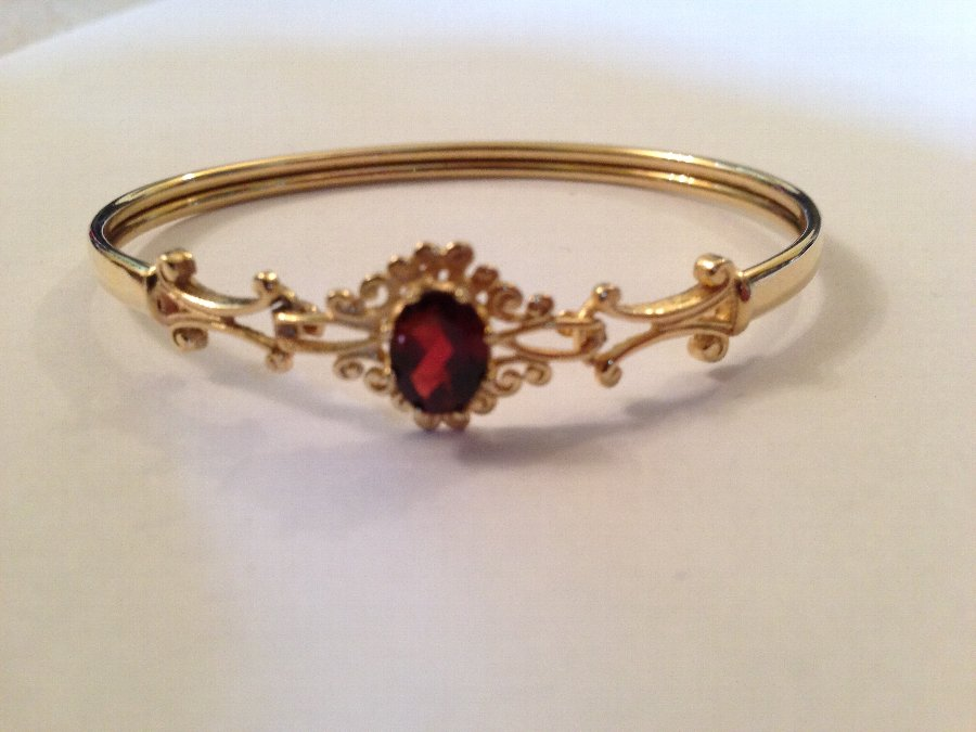 9ct gold ornate red garnet bangle