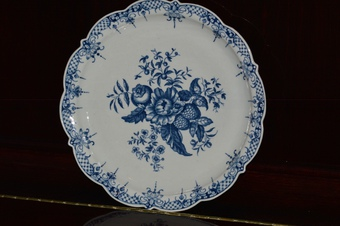 18th Century - First Period - Worcester Blue and White Pine Cone Pattern Dish