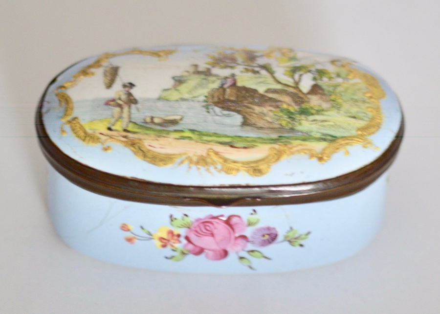 18th Century Staffordshire Enamel Patch Box Oval Form - Delightful