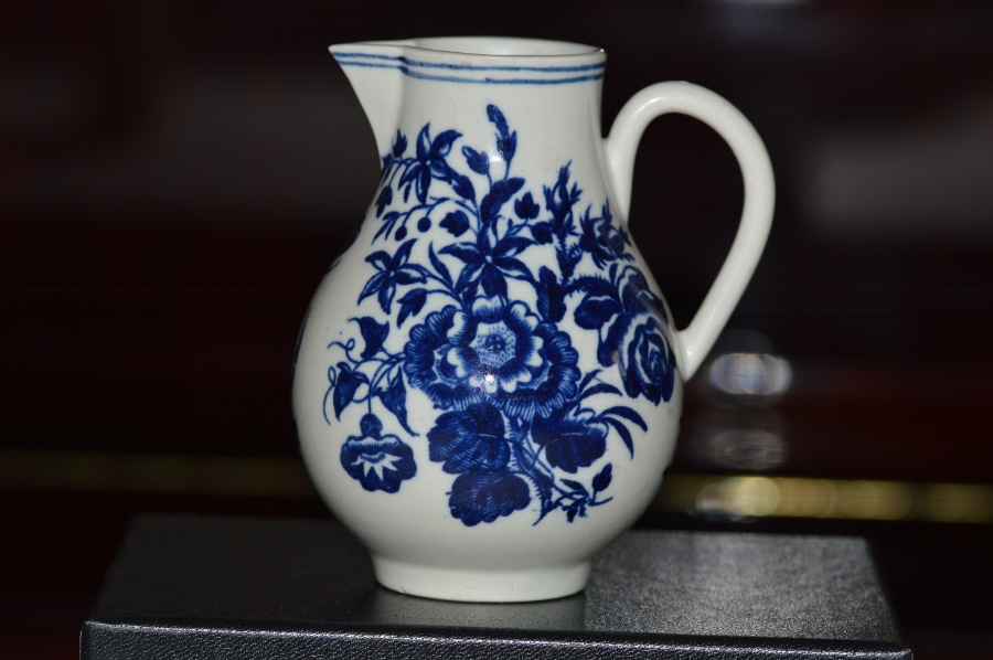 Antique C1770/90 Worcester Blue & White Sparrow Beak Jug Three Flowers Pattern