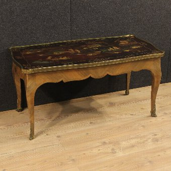 Antique French coffee table with lacquered chinoiserie top of the 20th century