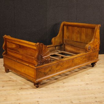 Antique Antique French bed in walnut and burl walnut from 19th century