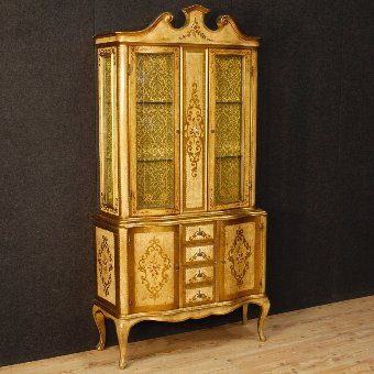 Antique Italian display cabinet in lacquered and golden wood
