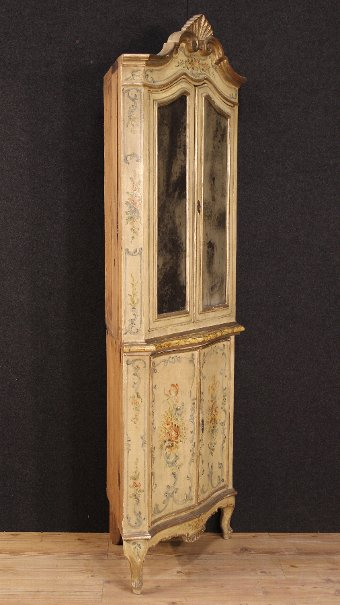Antique Antique Venetian lacquered and painted corner cupboard of the 19th century