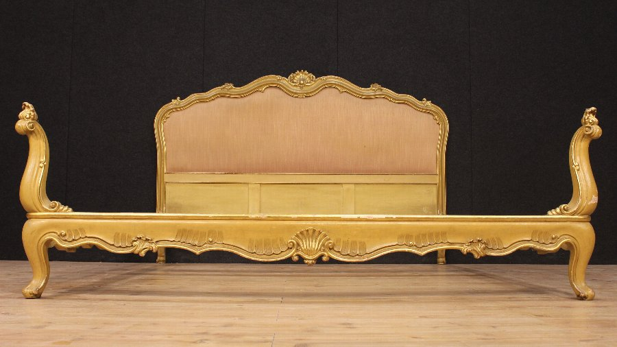 Antique Venetian double bed in lacquered and gilded wood