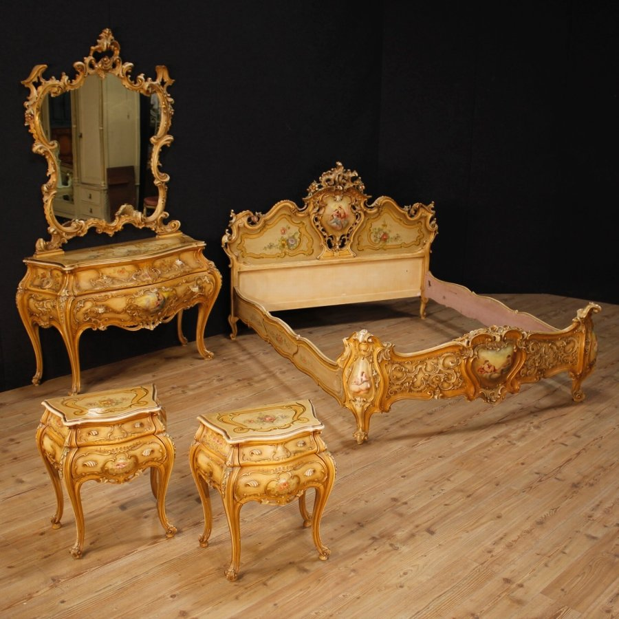 Antique Venetian double bed in lacquered and painted wood