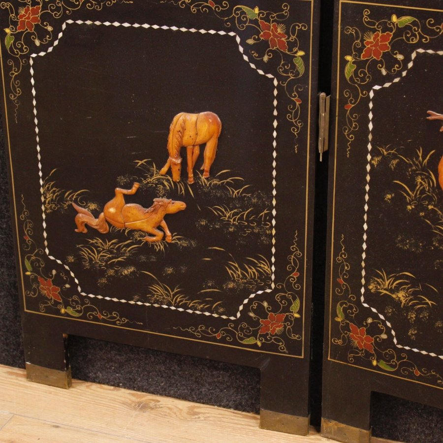 Antique French chinoiserie screen in lacquered and painted wood