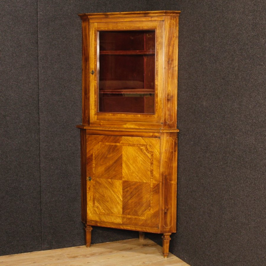 Italian corner cupboard in walnut in Louis XVI style
