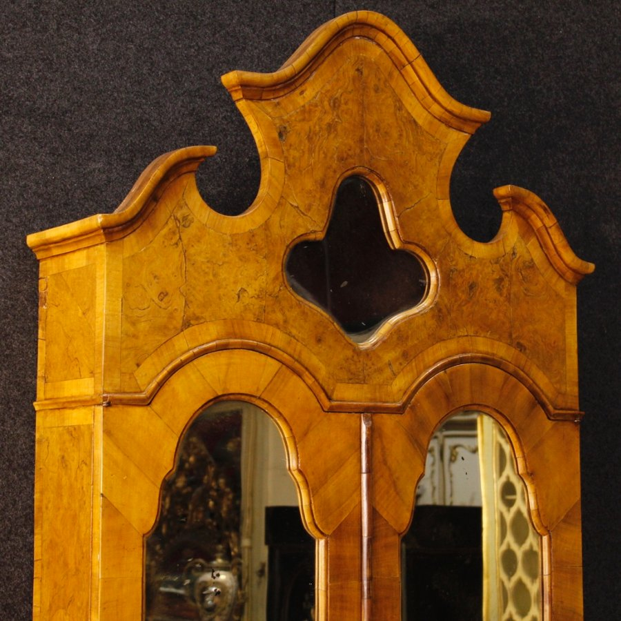 Antique Venetian trumeau in walnut and burl wood with mirrors