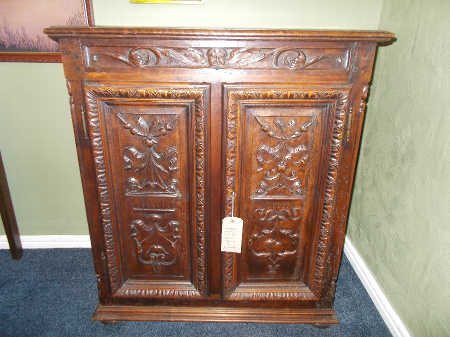 Antique 18th Century tuscany/Italian walnut cabinet, excellent condition