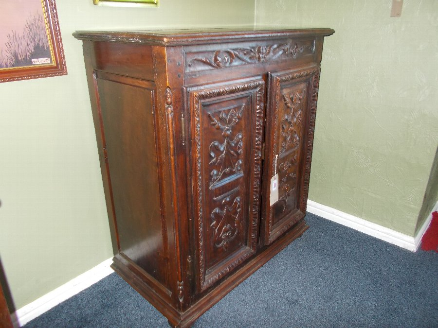 Antique Antique 18th Century tuscany/Italian walnut cabinet, excellent condition