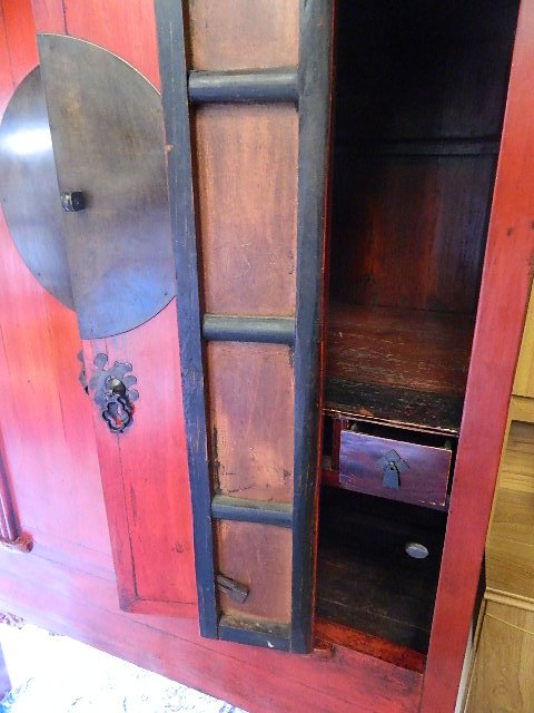 Antique antique original large chinese red laquered Quinghai wardrobe / cabinet, citrca 1840