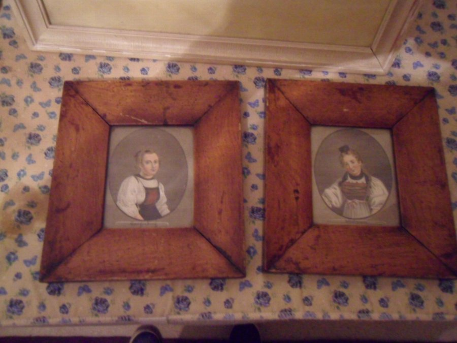 18TH PAIR BURR WALNUT PORTRAITS 18TH
