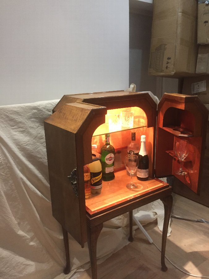 Alcohol and glasses bar from 1920
