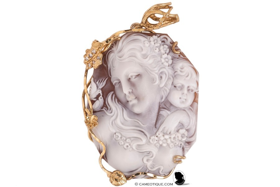 Mother and child well carved Sardonyx shell contemporary cameo pendant in 925 silver wrapping with 18kt gold gilt. FREE WORLDWIDE SHIPPING