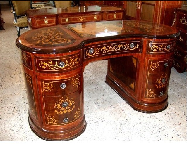 Charming Louis XV style kidney shape nine drawers marquetry desk
