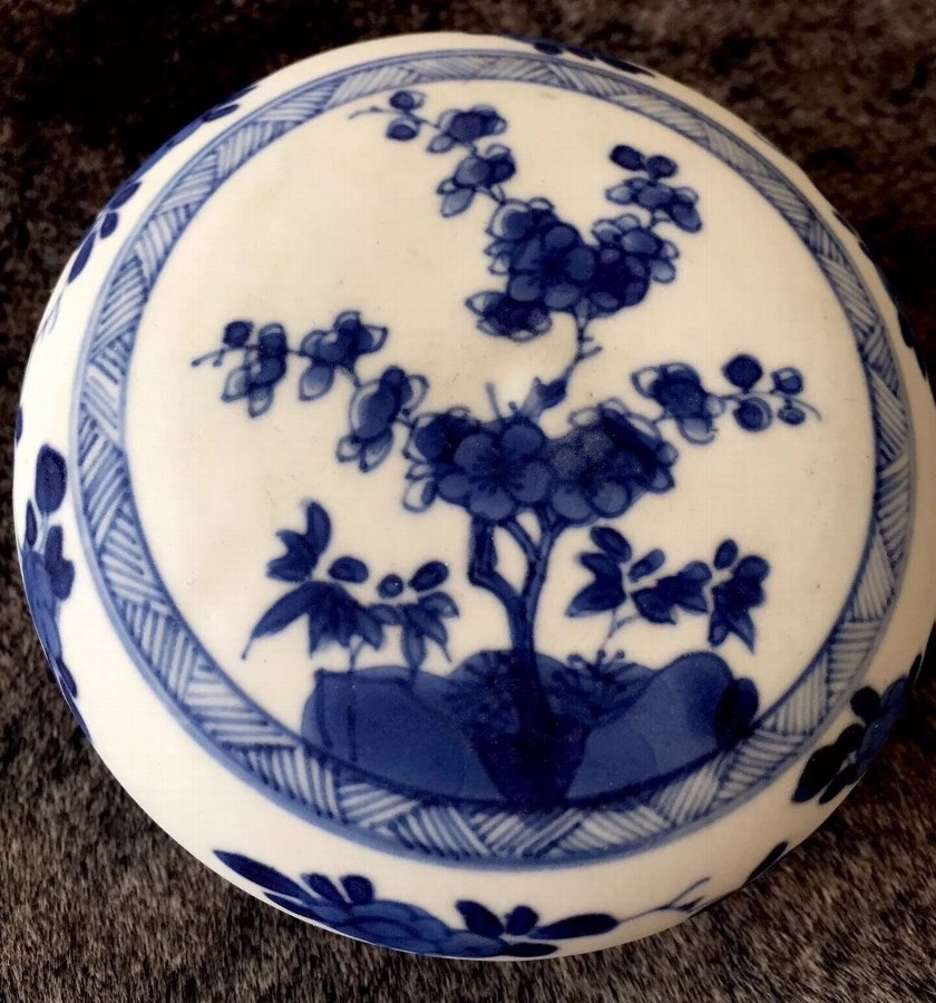 A Chinese real antique Blue&White Kangxi (1662-1722)  rouge powder box