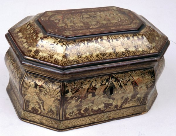 Chinese Export Lacquer Tea Caddy with Gold Decoration Circa 1825