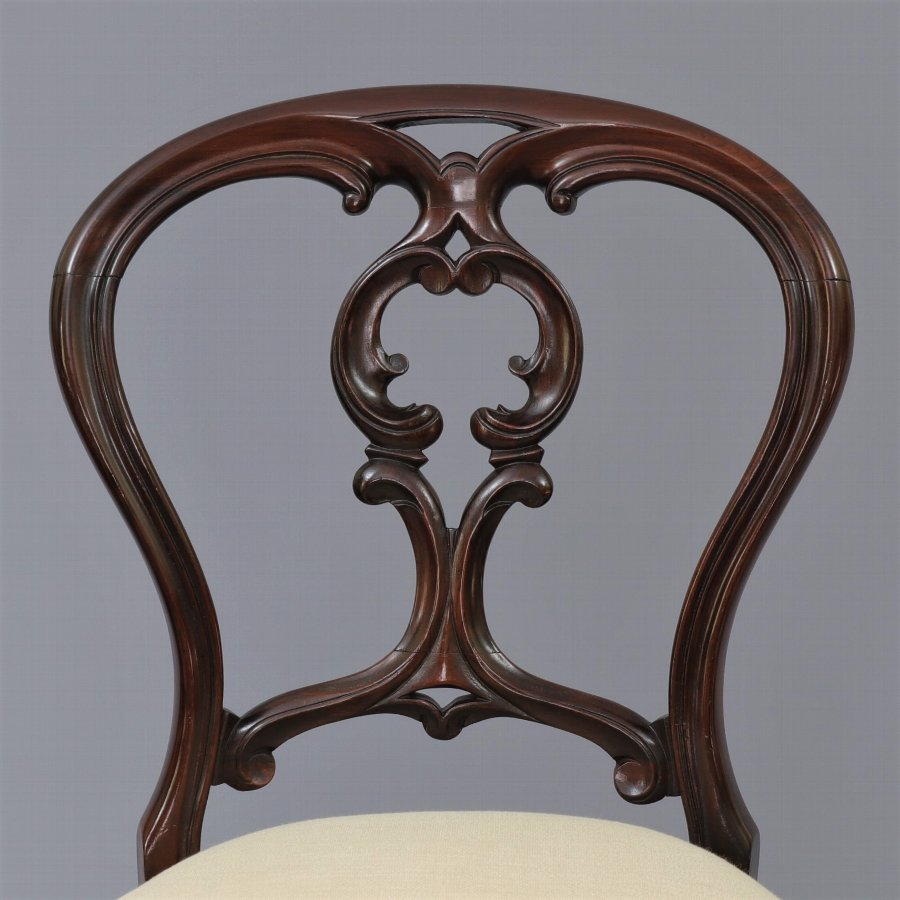 Antique Fine Set of Six Mid 19th Century Rosewood Balloon Back Chairs