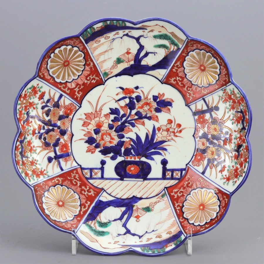 Japanese Meiji Period Signed Scalloped Imari Charger c1900