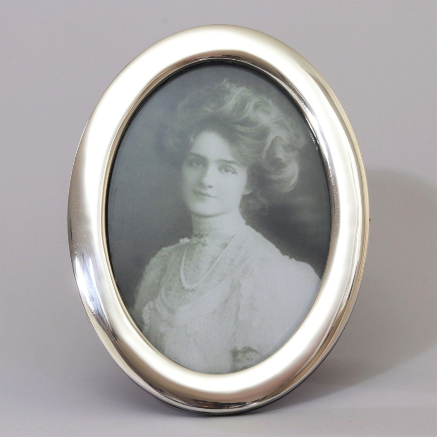 Quality Oval Silver Photograph Frame by Robert Chandler Birmingham 1922