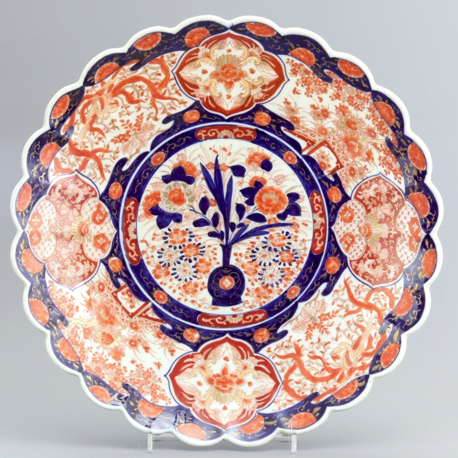 Large Meiji Period Scalloped and Fluted Japanese Imari Charger c1890