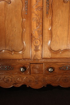 Antique 18th CENTURY ARMOIRE