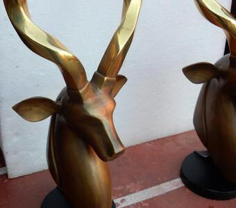 Antique 1970-1980 Pair of heads of antelopes bronze