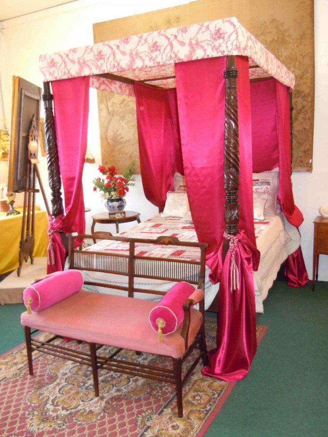 VICTORIAN STYLE FOUR POSTER BED