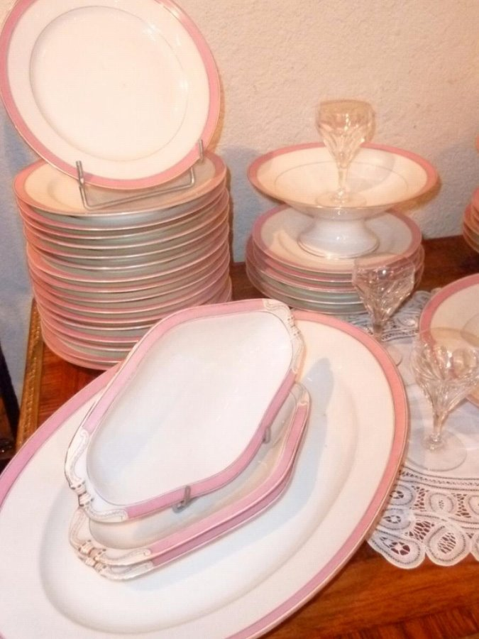 PORCELAIN DE PARIS DINNER SERVICE