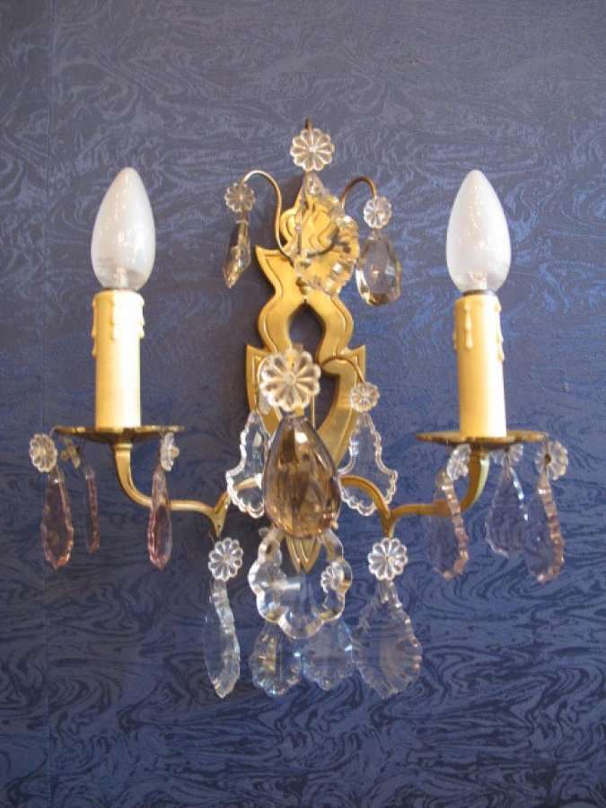 Antique A Napoleon III (1848-1870) period wall light, in the Louis XVI style.
